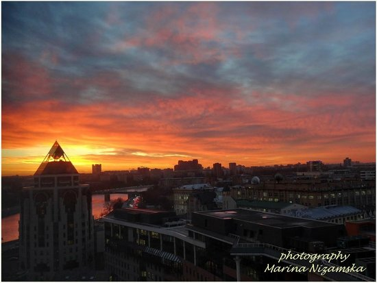 Swissotel Krasnye Holmy Moscow: Sunrise view from room