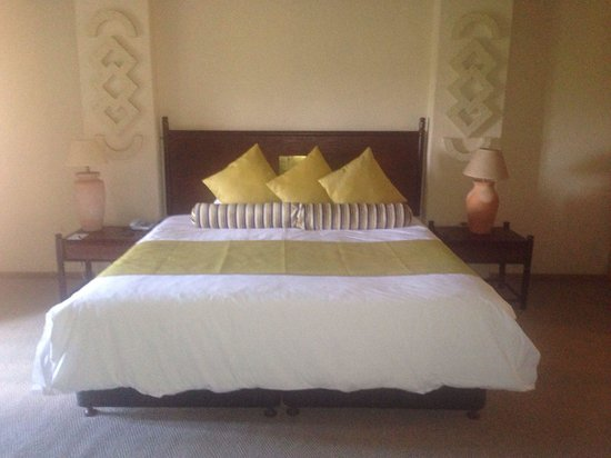 Elephant Hills Resort: Bedroom suite with view looking out over golf coarse