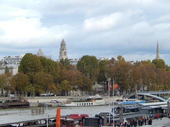 Novotel Paris Centre Tour Eiffel: Down the road