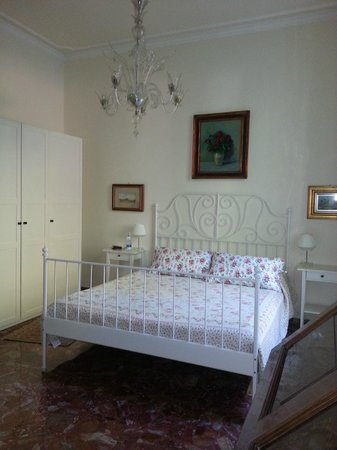 Il Diospero B&B: Ground floor garden facing room