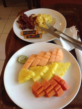 Risata Bali Resort & Spa: Fruit platter and eggs w bacon room service