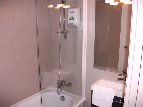 salle de bain photo de minotel vitre tripadvisor. Black Bedroom Furniture Sets. Home Design Ideas