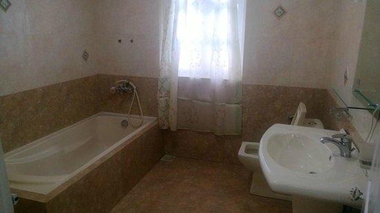 The Trevene Hotel: Bathroom