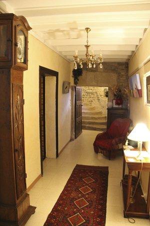 Le Manoir de Juganville : The entry way