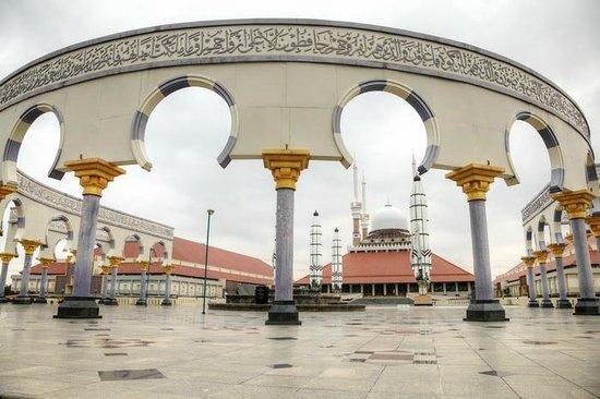 Semarang, Indonesia: mosque from closer
