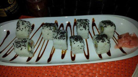 Di Yukas: Fresh salmon sushi!!