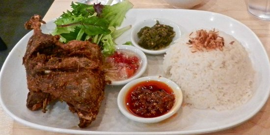 "Es Teler 77 Restaurant: Is Bebek Bali how you say ""Fryer-burnt duck"" in Bahasa?"