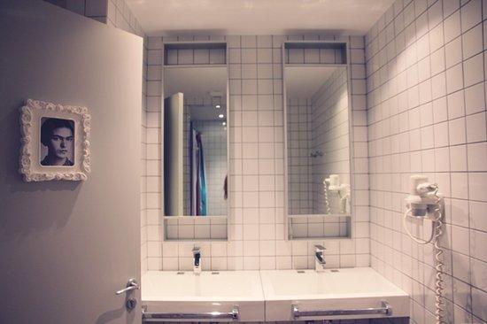 Don Moustache Hostel : Showers