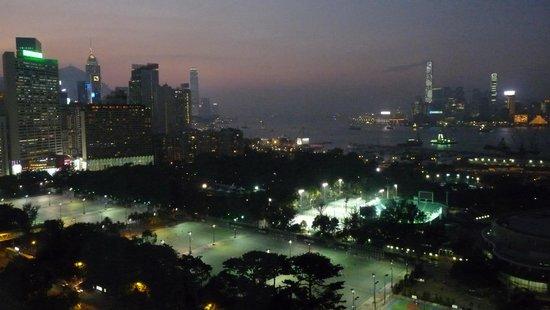 Metropark Hotel Causeway Bay Hong Kong: Room 2002 - night view