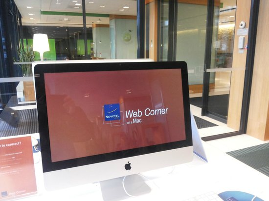 Novotel Amsterdam City: View of the refurbished lobby w Mac Workstations with free WiFi