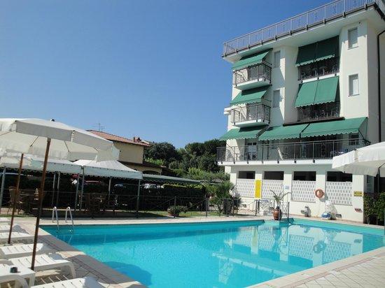 Hotel suisse reviews price comparison marina di - Bagno king marina di pietrasanta ...