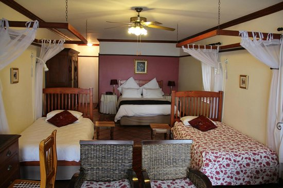 Berg en Zee Guest House : One very specious bedroom with an outstanding bed!