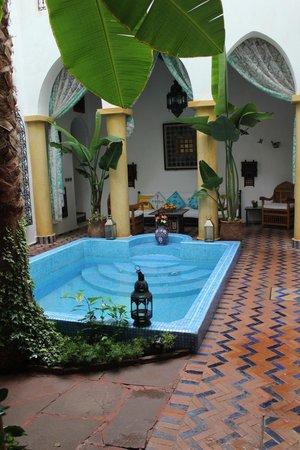 Maison Arabo Andalouse: piscina
