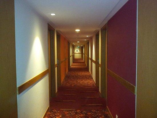 Hotel Ibis Bengaluru Hosur Road: Corridoor