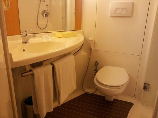 Hotel Ibis Bengaluru Hosur Road: So clean and well placed