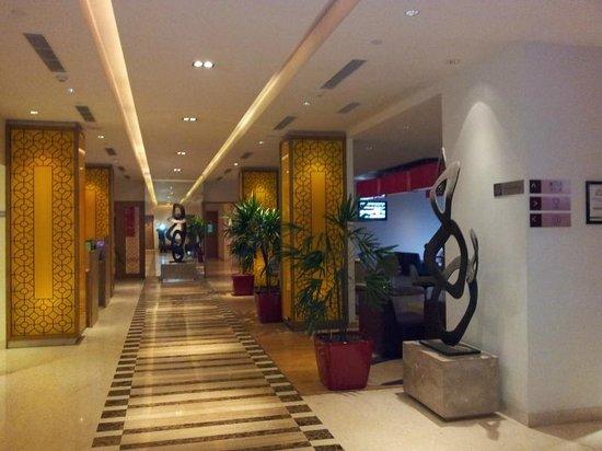 Hotel Ibis Bengaluru Hosur Road: The lobby