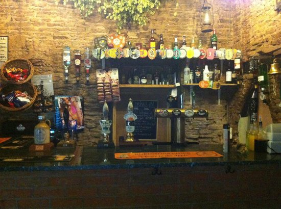 Halmonds Frome, UK: Small bar but great service