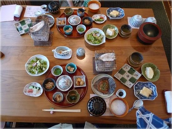 Honjin Hiranoya Annex: 早餐(整桌,够壯觀吧)