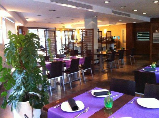 Aqquart restaurant fotograf a de quart de for Piscina quart de poblet