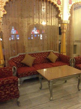 Umaid Bhawan Heritage House Hotel: living room