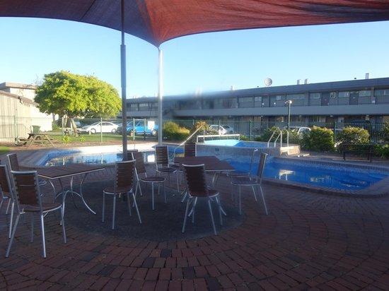 Suncourt Hotel & Conference Centre : Pool area of Suncourt