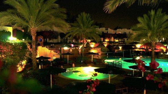 Verginia Sharm Resort: Pool by night
