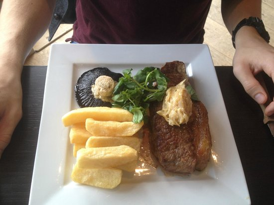 The Lakes Restaurant: Steak and Chips