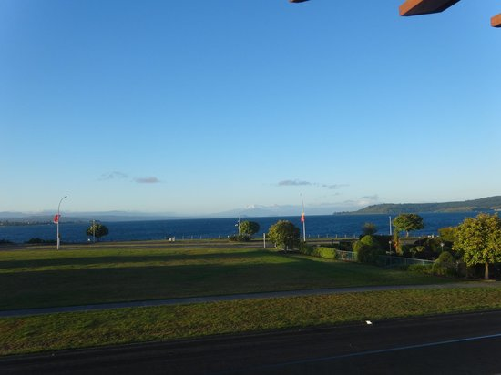 Suncourt Hotel & Conference Centre: Views of Lake Taupo were stunning