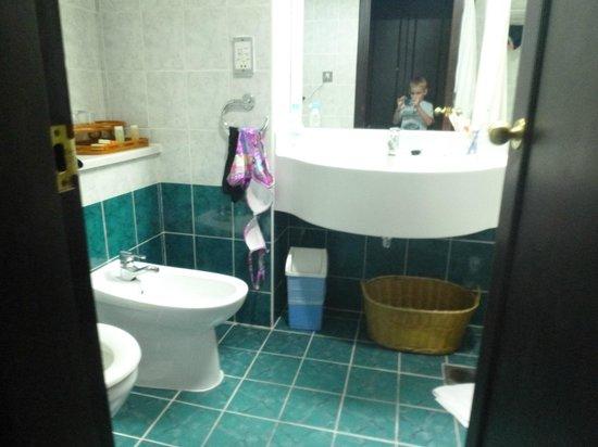 Mayfair Hotel: Ванна