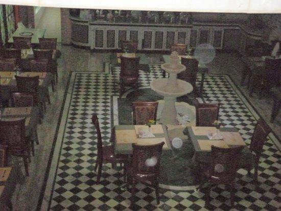 Mayfair Hotel: Столовая