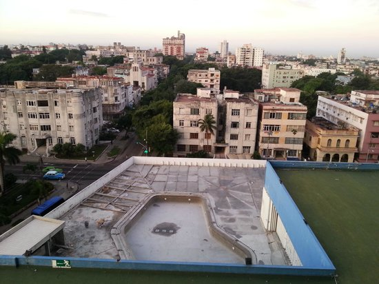 Tryp Habana Libre: piscina en reforma