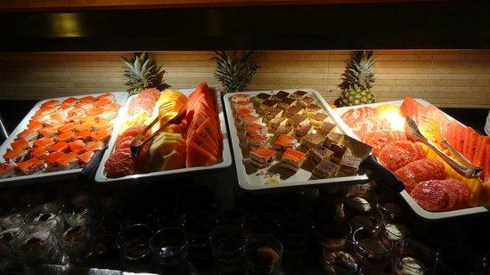 Tirena Hotel : 夕食ブッフェ  デザート類