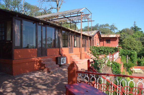 Lords Central Hotel: Rooms with front covered verandah