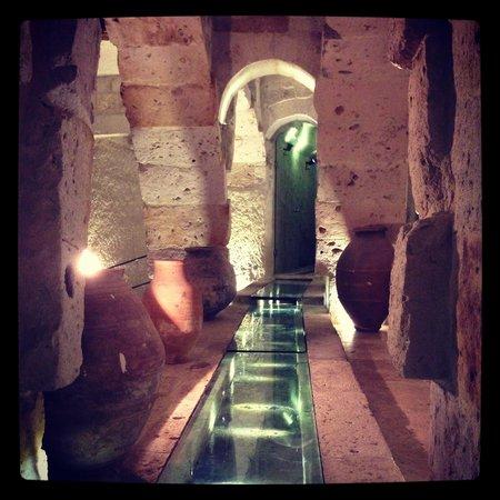 Anatolian Houses: Hint Restoranı _ Kemerler Arası Su Kanalı