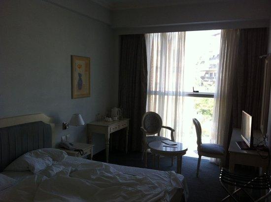 Stratos Vassilikos: Room 302