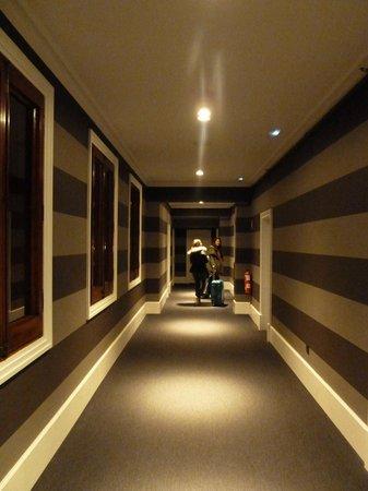 Hotel Granvia: Hallway to the room