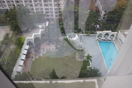Hotel Istana: View from room: pool and restaurant on left
