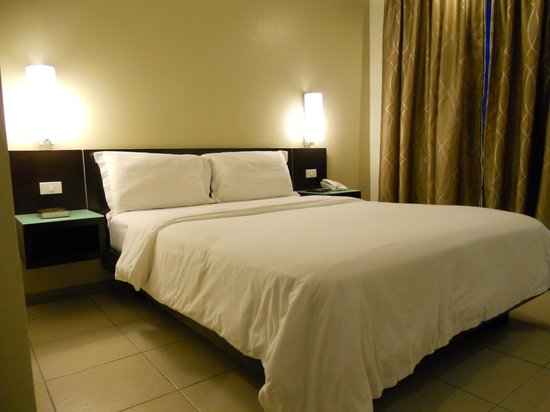 Circle Inn - Iloilo City Center: Our basic, clean & comfortable room