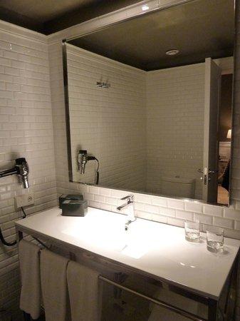 Hotel Granvia: Bathroom