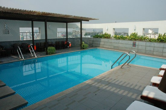 Liberty Central Saigon Centre Hotel : rooftop pool