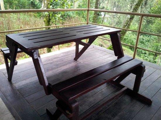 Deep Woods Resort: Balcony bench