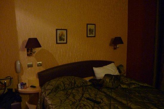 Splendid Hotel: две раздельные кровати в номере )