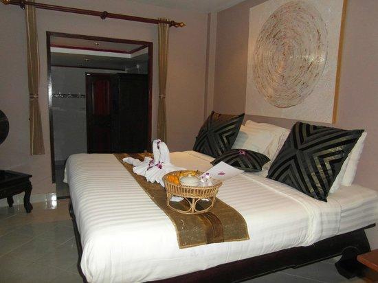 Phuket Baan Chang B&B: ning room