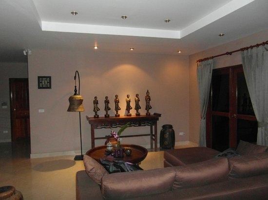 Phuket Baan Chang B&B: lounge