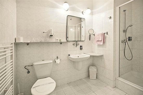 Hotel Slovan : Bathroom