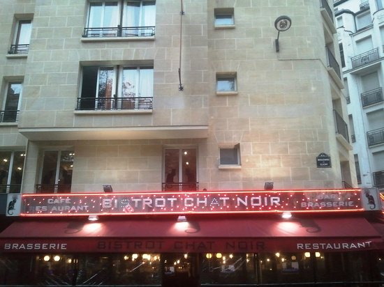 Hotel le Chat Noir: Front of hotel.