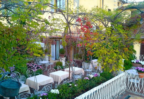 Hotel Tornabuoni Beacci : Rooftop garden…a great retreat at day's end.