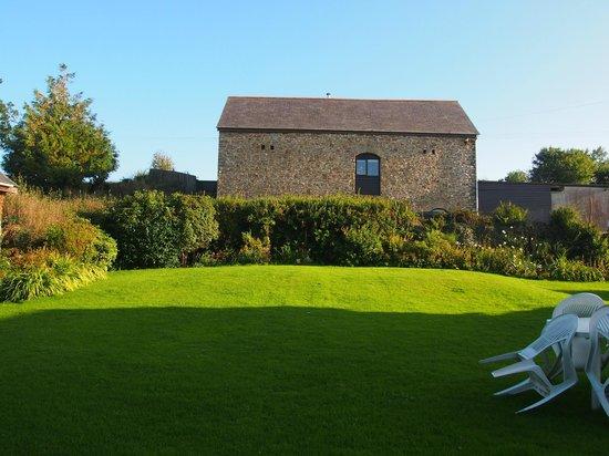 Huxtable Farm Bed & Breakfast : Grassed area