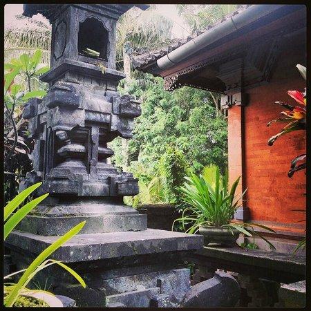 Nirwa Ubud Homestay : The Hindu Altar