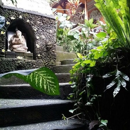 Nirwa Ubud Homestay : One of the 2 Entrances and Exit to Ubud